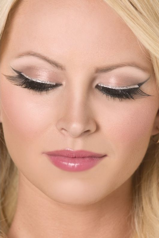 Líčidla a kosmetika - Řasy stříbrný okraj